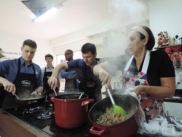 Treinamento Culinário na Cozinha da Cátia